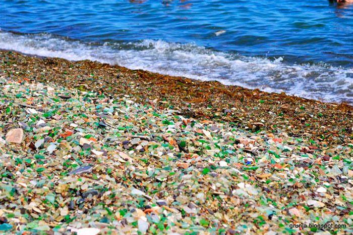 Η παραλία στον κόλπο Ussuri στη Ρωσία ήταν κάποτε μία χωματερή για παλιά γυάλινα μπουκάλια και πορσελάνες, αλλά χάρη στην τρομερή δύναμη της μητέρας φύσης, η παραλία αυτή που βρίσκεται...