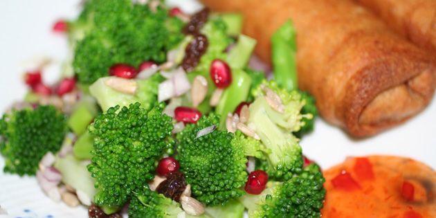 Broccolisalat med granatæble
