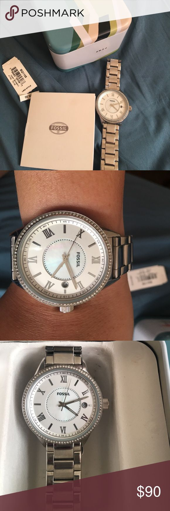 ONE DAY SALE!BRAND NEW IN BOX SILVER FOSSIL WATCH Brand new! All links on watch. Comes with tag & box! Perfect as a gift to yourself or a loved one! NO TRADES! Fossil Accessories Watches