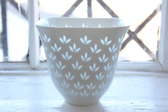 Rice porcelain bowl / vase by Friedl Kjellberg for Arabia Finland via Etsy