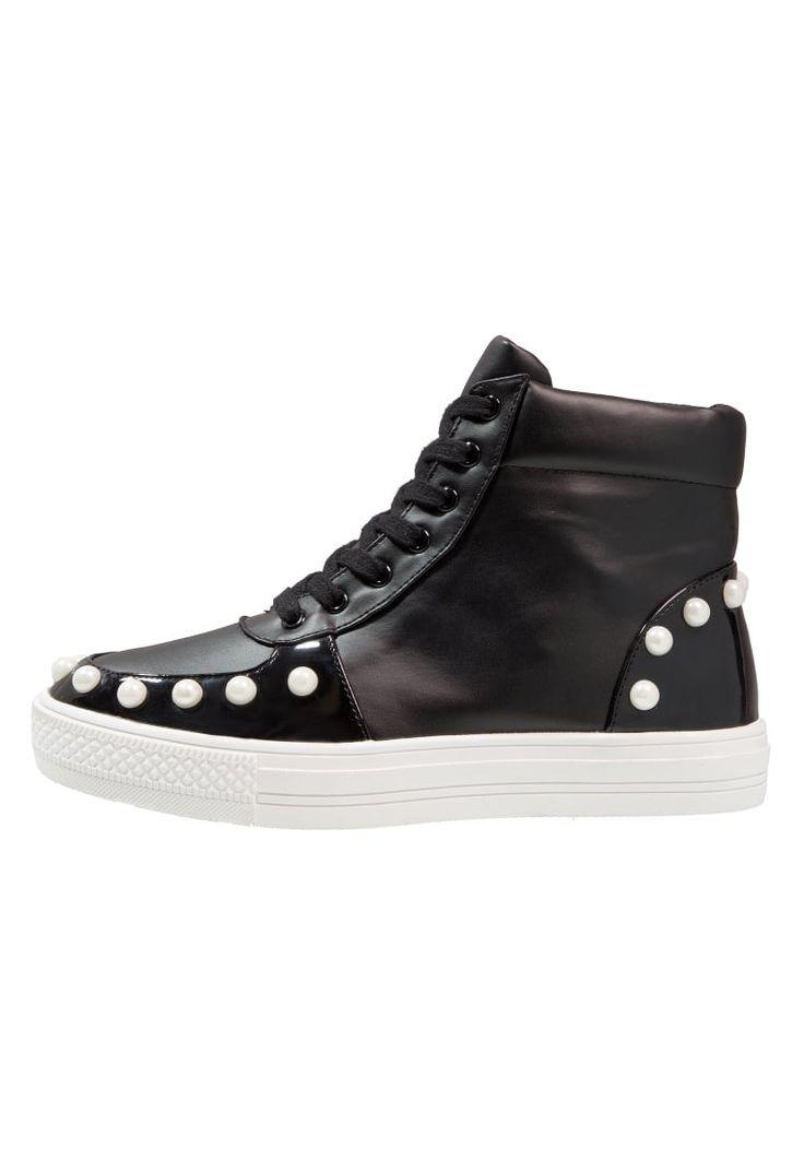 ¡Consigue este tipo de zapatillas altas de Lost Ink ahora! Haz clic para ver los detalles. Envíos gratis a toda España. Lost Ink ROSLIN PEARL DETAIL TOP Zapatillas altas black: Lost Ink ROSLIN PEARL DETAIL TOP Zapatillas altas black Zapatos   | Material exterior: piel de imitación de alta calidad, Material interior: tela, Suela: fibra sintética, Plantilla: tela | Zapatos ¡Haz tu pedido   y disfruta de gastos de enví-o gratuitos! (zapatillas altas, alta, bota, zapatillas medias, high, h...