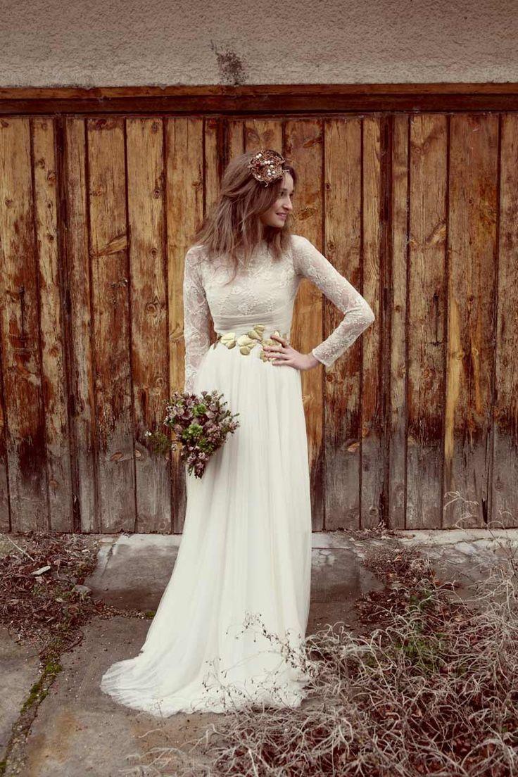 boho, long-sleeved lace wedding dress.