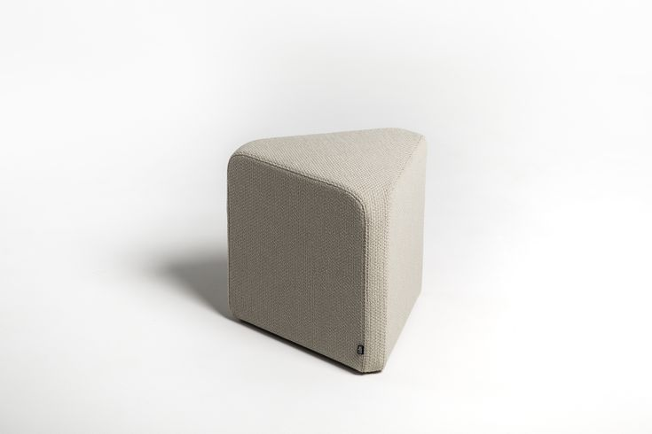 x40 is a family of four pouffes with polygonal bases. The seats have been designed on triangular, square, hexagonal and octagonal plans.  The element shared by all the solids is a rectangle with rounded corners, 40 cm in width.