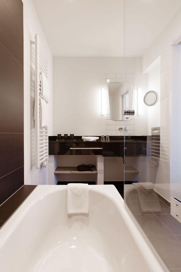 Badezimmer mit Badewanne in der Kategorie Comfort