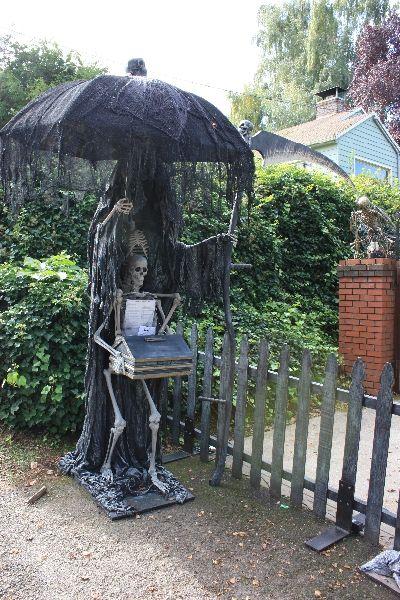 596 best images about halloween haunts diy props on pinterest yard haunt haunted houses and - Deco jardin halloween ...