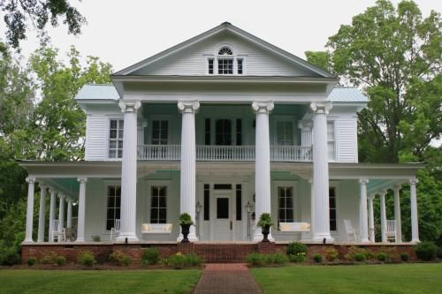Plantation homes southern plantation homes and wrap Plantation style house