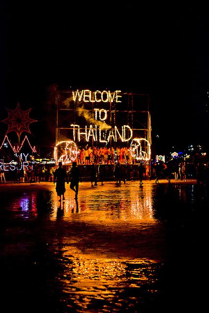Lighting display for the Full Moon Party by joestump, via Flickr    Ahhh so excited :D
