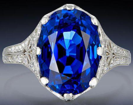 Licitaţia Bonhams din New York, 18.04.2016, lot 136. Inel Tiffany & Co., datat cca. 1910, platină cu diamante şi un safir albastru acompaniat de certificat AGL (11,20 carate, oval / mixt, Birmania, fără evidenţe de modificare a culorii sau clarităţii prin tratament).