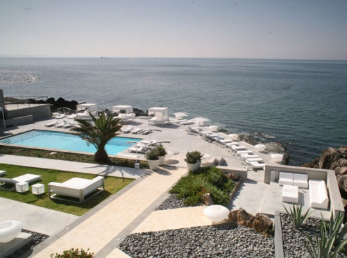 This hotel in Cascais, Portugal has an amazing view of the Atlantic Ocean - and a great restaurant!
