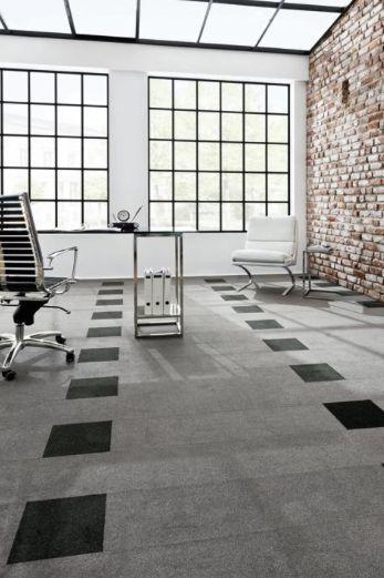 Moderní podlahová krytina v podobě šedých kobercových čtverců / Modern floor covering - grey carpet tiles, Boca Praha http://www.bocapraha.cz/cs/dodavatel/14/girloon-bytove-a-zatezove-koberce-nemecko/