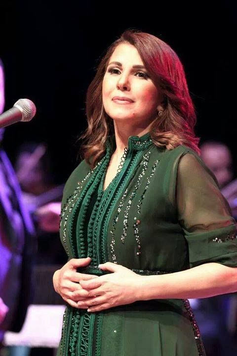 Majda Roumi : simple and elegant on a green moroccan caftan
