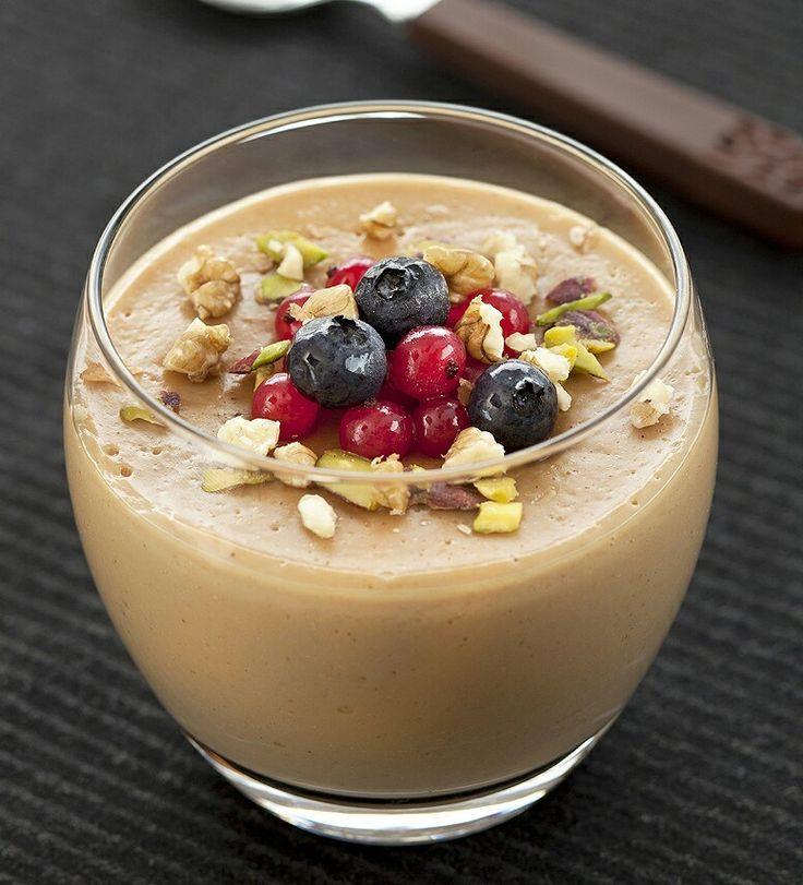 Ingrédients 40 cl de lait demi-écrémé 2 gros oeufs 40 g de cassonade 2 cuillère(s) à café de café soluble grains de café au chocolat Préparation Préchauffez le four sur th. 5 /150°. Versez dans la …