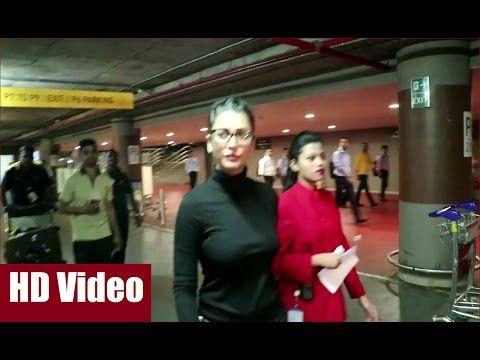 Shruti Haasan very hot and beautiful in a tight body hugging top at Mumbai Airport.  #shrutihaasan #mumbaiairport #bollywood #bollywoodnews #bollywoodgossips #news #gossips #bollywoodnewsvilla