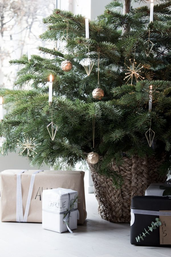 My home at Christmas - going off grid with real candles   - / Photograhy Niki / Brantmark - My Scandinavian Home  Blog (styling - Genevieve Jorn).