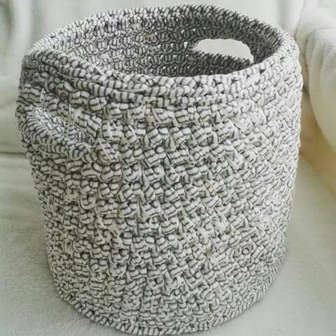 Zpagetti / tshirt yarn / trapillo / Cotton Spaghetti / Bobbiny basket. Crocheted. Mamanufaktura creation.