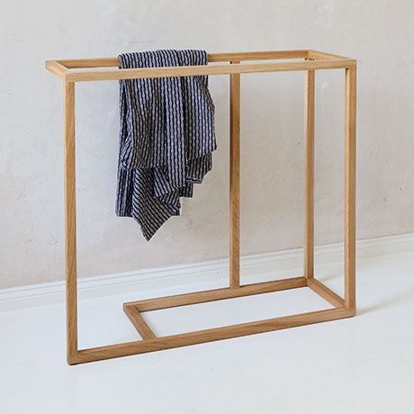 Clothes Valet by Martin Holzapfel | MONOQI #bestofdesign | Origin Germany | Material Oiled Oak Wood