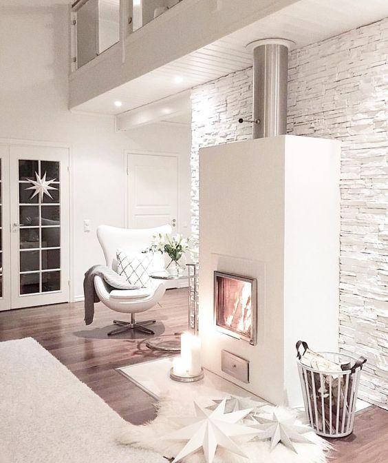Inspiration #déco #salon #cheminée http://www.m-habitat.fr/choisir-son-energie/les-types-de-chauffage/se-chauffer-au-bois-1385_A