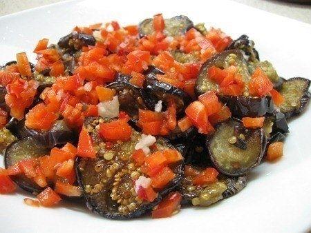 Фото к рецепту: Всеми любимые баклажаны «Огонек»