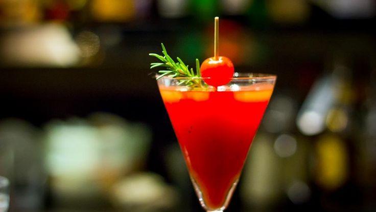 Cosa c'è di meglio di un bel cocktail con i succo di pomodoro durante al calda estate #bloodymary