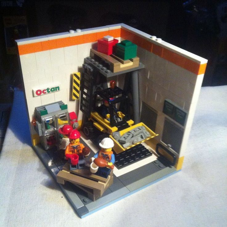 In costruzione! #lego #legomoc #legocity #legostagram #legoaddict #legomodular #legoart #legoaddict #legomania #legominifigure #minifigure by the_brickers