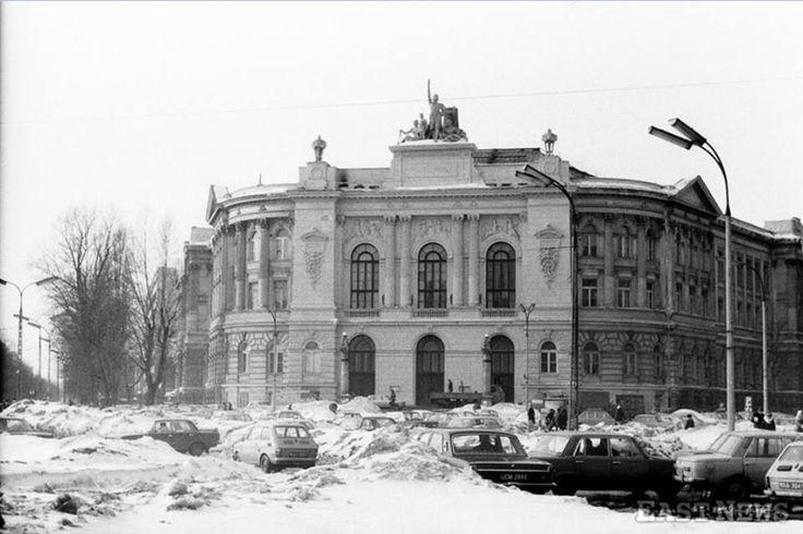 Gmach Politechniki Warszawskiej. fot. styczeń 1979r., zbiory Lecha Królikowskiego, źr. East News