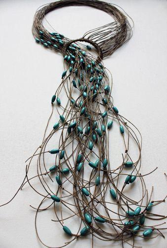 Collana - Niki Stylianou - Grecia - Realizzata in fibra e legno