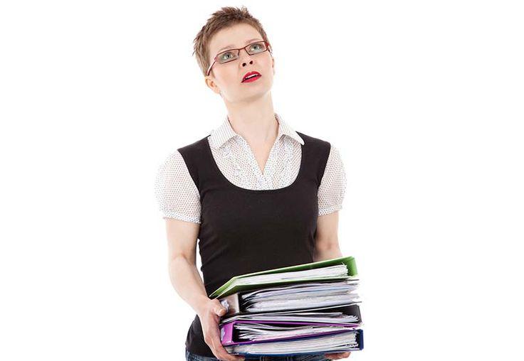 """Kariera: Jak zmienić zawód na """"stare"""" lata - http://kobieta.guru/jak-zmienic-zawod-na-stare-lata/ - Wypalenie zawodowe może dotknąć każdego, niezależnie od wieku. Niektórzy jakoś starają się ten okres przetrzymać, zaciskają zęby i pracują dalej, inni wolą się natomiast przebranżowić i zacząć coś zupełnie nowego.  Osoby, które w obecnym wykonywanym zawodzie czują się wypalone, często stwierdzają, że warto by było zamienić swoje hobby w pracę, za"""