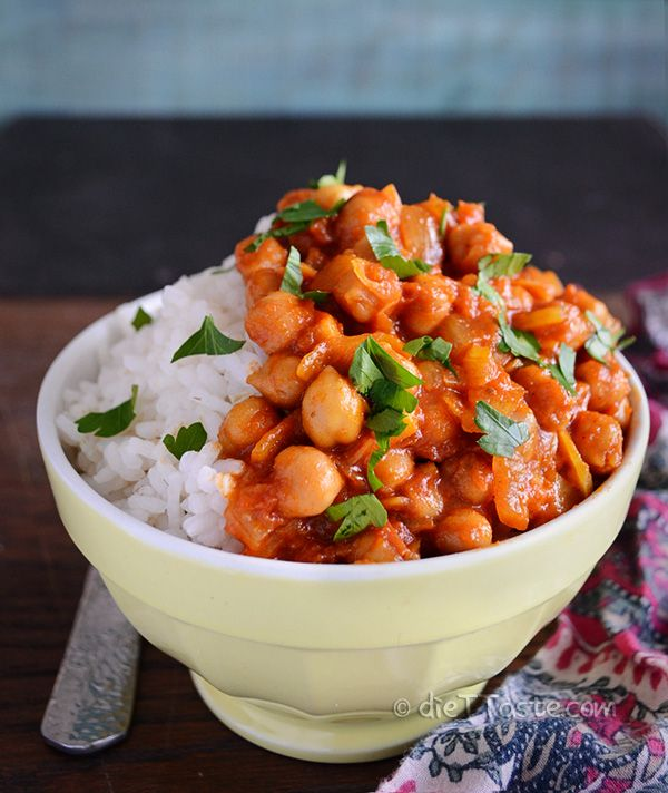Chickpea Curry - spicy and flavorful, one pot vegan dish - diettaste.com