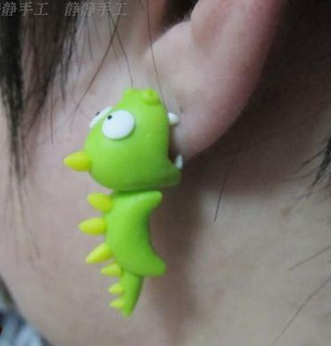 "Unique ""3D Dinosaurs Bite"" Pierced Earrings. It appears as if the dinosaurs is biting on your earlobe ! Amazing !! Let this funky earring makes a great gift for yourself or that special someone.... Color: As shown Material: Korean Polymer Clay Size: approx. 3.2cm Gender: Unisex Quantit..."