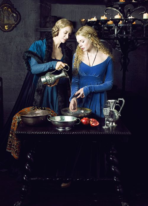 Janet McTeer & Rebecca Ferguson in 'The White Queen' (2013). x