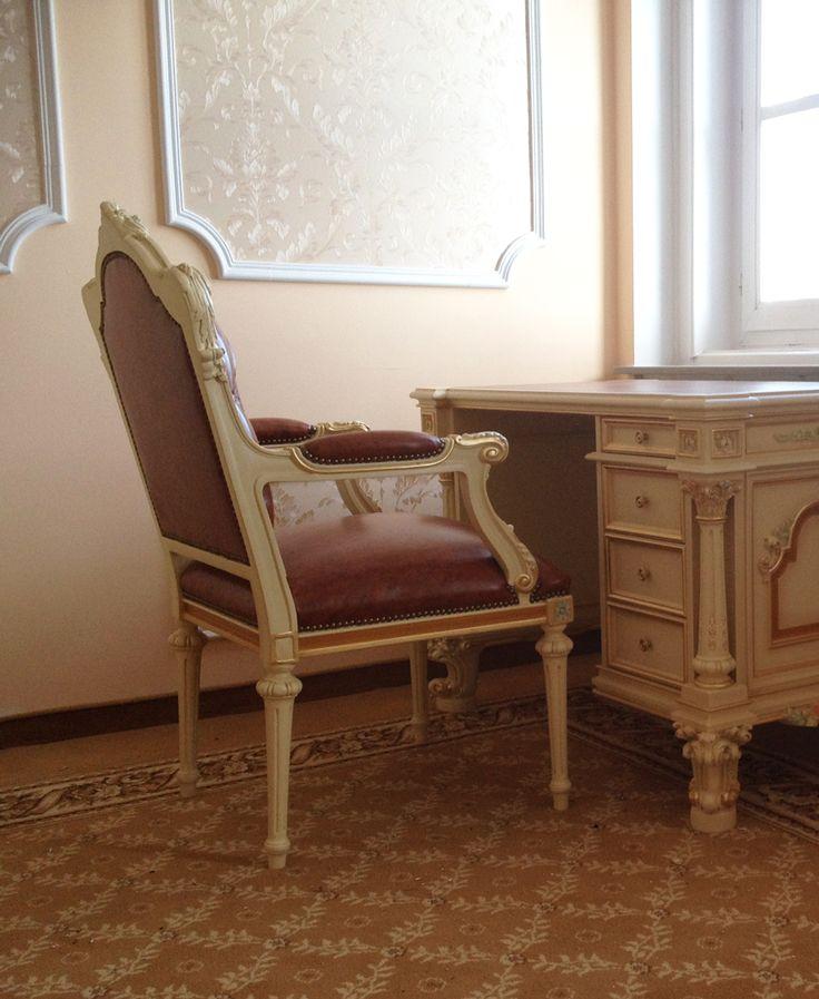 Mousas Gallery Armchair & Desk