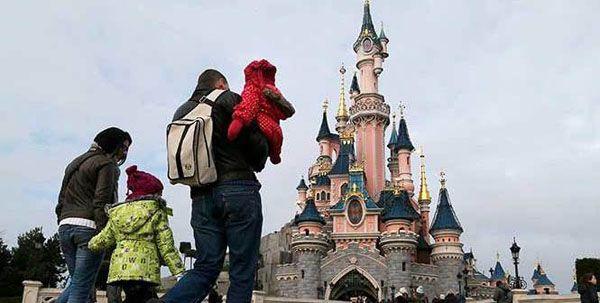 Arrestan en hotel de Disneyland a pistolero