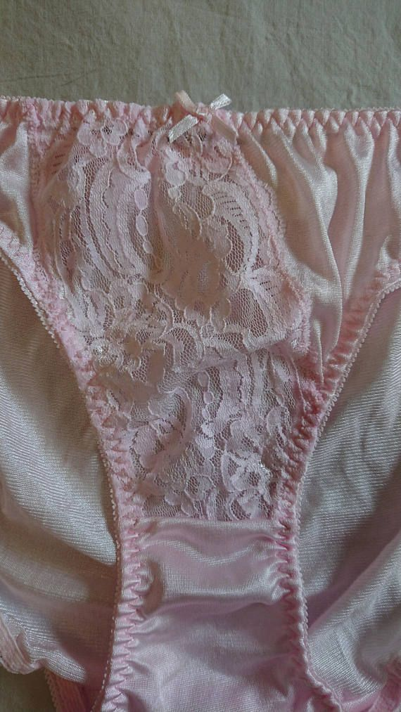 24db8ee34c32 A Vintage pair of NWOT Nylon Hipster Bikini Panties in size 14/Aus/UK and  7/US, in silky nylon with a lace front panel and an all-nylon gusset.