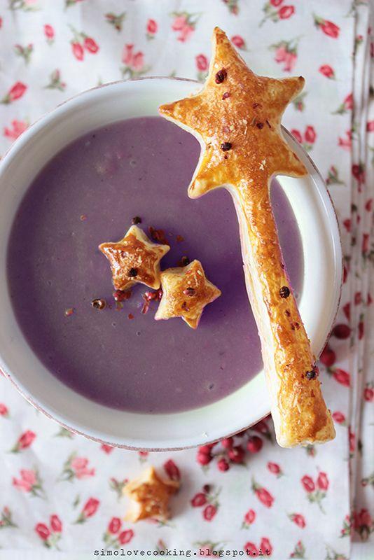 vellutata di patate viola e porri con stelline di sfoglia al pepe rosa