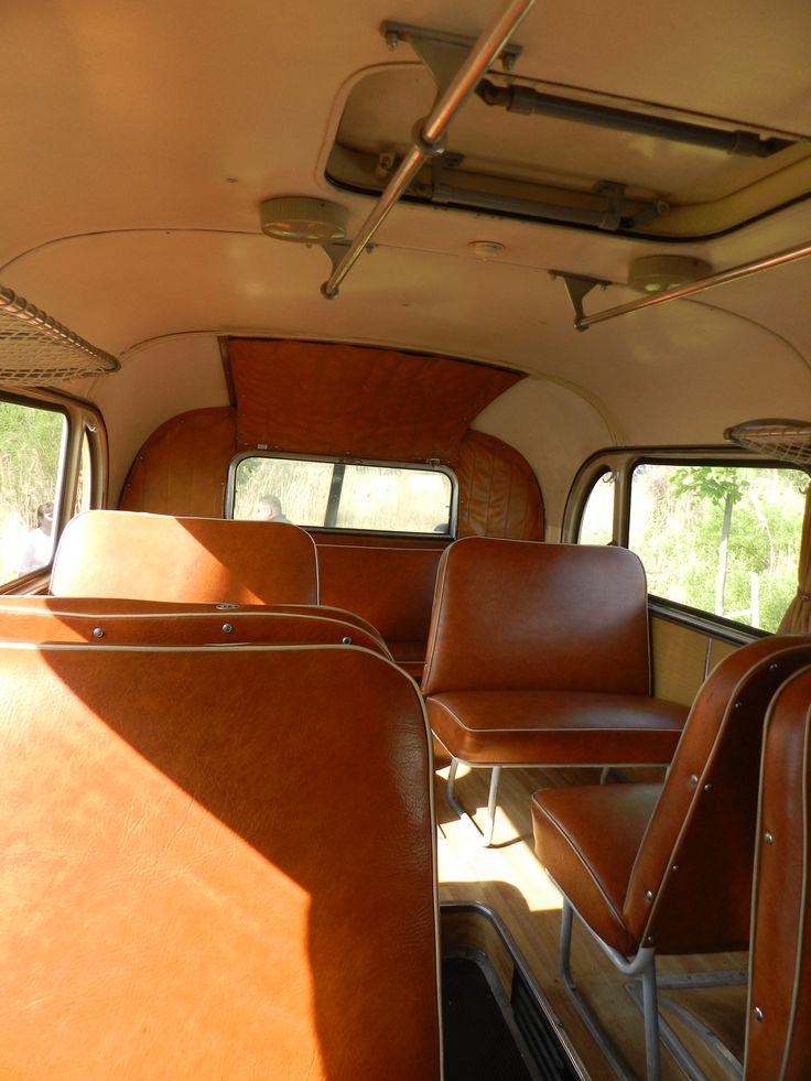 """További luxus: """"gazdagon"""" kárpitozott (párnázott) hátsó üléssor... ;-)"""
