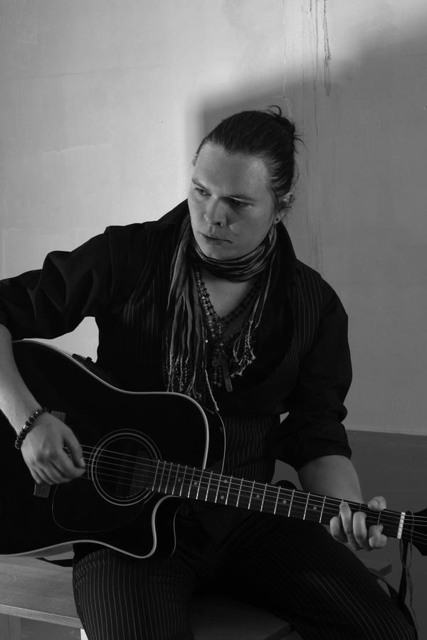 Hannu has been playing in bands since he was a very young teenager, starting as a drummer in a number of bands, and at 16 began playing guitar and writing songs and singing.