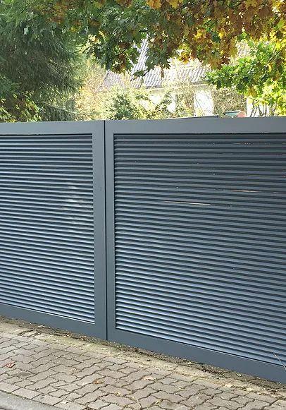 Zaun Referenzen im Raum Hamburg, Niedersachsen. Zäune, Tore, Zaunanlagen, Metallzäune, Zaunbau. Entdecken Sie viele Zaun und Tor Modellbeispiele.