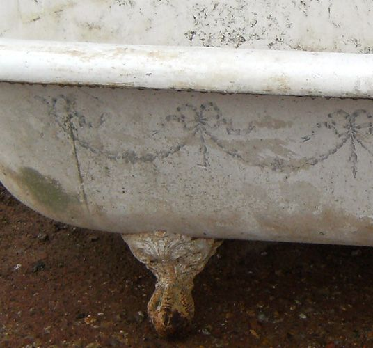 1000 images about french design ornamentation inspiration on pinterest - Painted clawfoot tub exterior pict ...