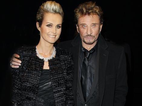 PHOTOS - Laeticia et Johnny Hallyday : le couple rock bien sombre pour une nouvelle soirée parisienne !   News   Premiere.fr