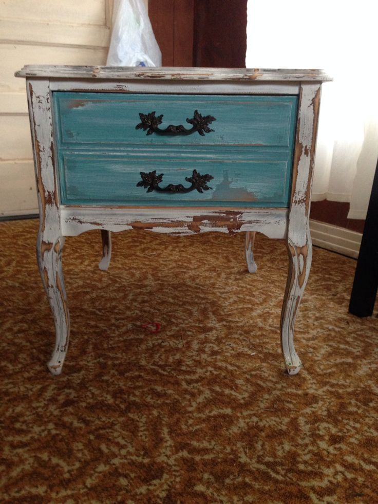 Coffee table redo with distressed finish & chalk paint
