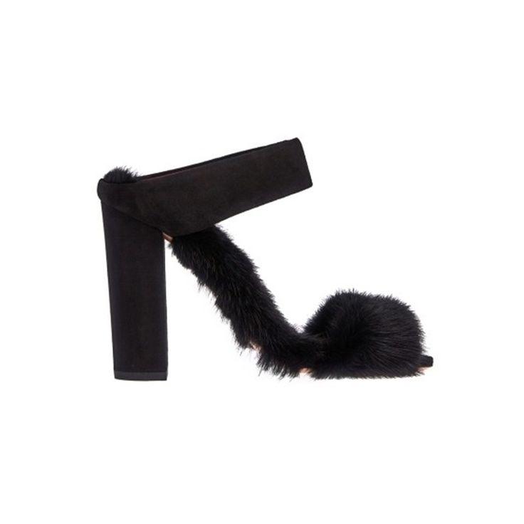 Эффектные Меховые #туфли на высоком каблуке Aquazzura. Украшены мехом норки, отделаны кожей.  #меховыетуфли #каблуки #мехнорки #замша #обувь  #sthingseditorial