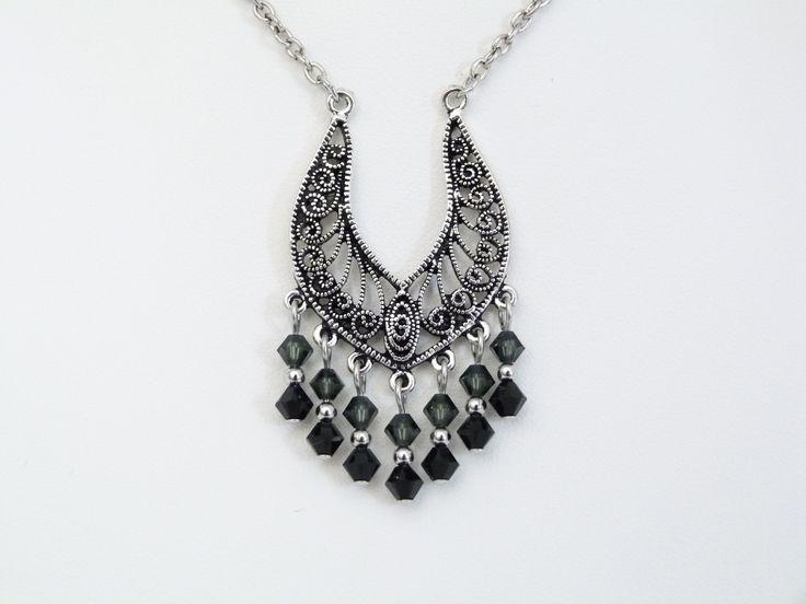 Pendentif fantaisie noir en cristal Swarovski : Pendentif par oana-bruz