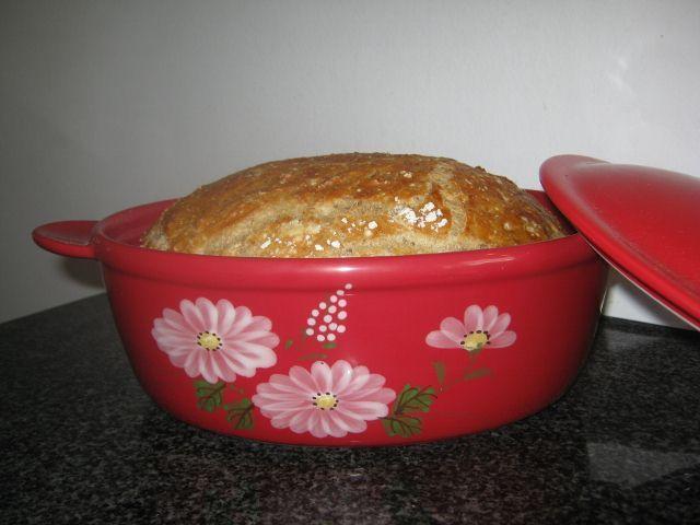 Det her brød kan du nemt nå at gøre klar idag, og bage imorgen tidligt, så du kan glæde familien med sprødt, lunt hjemmebag. Det er så super...