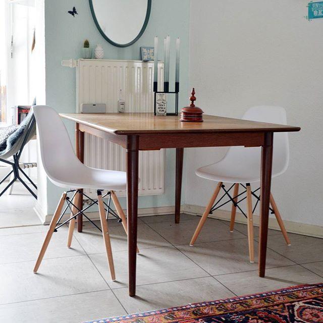 Ich habe neue Mitbewohner und ihr könnt auch einen gewinnen! Bald auf dem Blog!  Ich sag euch dann aber noch mal Bescheid ...   #eames #design #kubus4 #chair #scandinaviandesign #mint