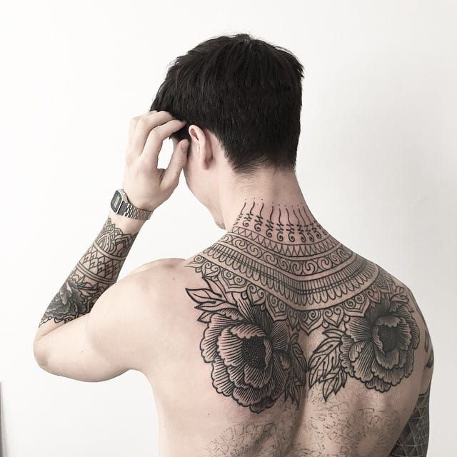 16 Elegant And Bold Nape Tattoos