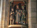 Église paroissiale de la Roche-Maurice (Finistère), dédiée à saint Yves. Le Pauvre a une tête de moins que le Riche. Sans couvre-chef, le penn-baz (bâton) noueux à la main, il ne peut qu'être suppliant.