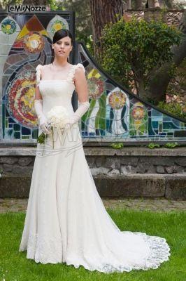 http://www.lemienozze.it/gallerie/foto-abiti-da-sposa/img20171.html Abito da sposa con dettagli ricamati in pizzo