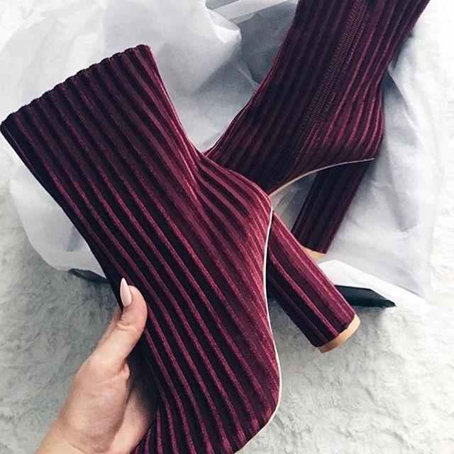 Nasze ukochane botki czekają na Was w sklepie❤️❤️❤️❤️Korzystajcie z rabatu -25% na wszystkie sukienki 👌👌 hasło: sukienki123 www.mosquito.pl  #dress #blackdress #love #sukienka #fashion #style #ootd #great #amazing #skleponline #shopping #zakupyonline #polishgirl #girl #mosquitopl #blogger #sale #promocja #rabat #ootd #madeinpoland #flower #suits#shoes #boots #heels #highheels #botki #bordo #wino @klaudynaoo