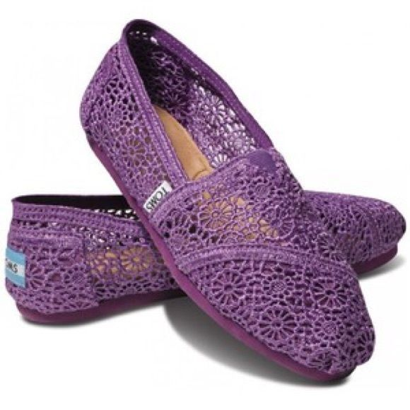 Purple lace toms Purple lace toms. They are in perfect condition. TOMS Shoes Flats & Loafers
