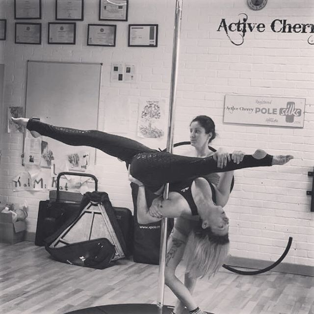 Need to work on that boner leg at the back but pretty pleased with my progress, but then I do train with the queen of Jade splits!! #pdjade #splits #poledance #training #activecherry #geckogrip #creaturesofxix #splitsprogress #pole #lifeisbetterupsidedown